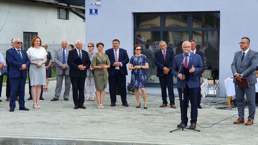 Nowy plac targowy w Iwaniskach uroczyście otwarty.