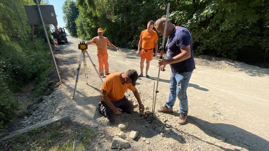 Remont drogi w Piórkowie. Będą nowy asfalt i chodnik