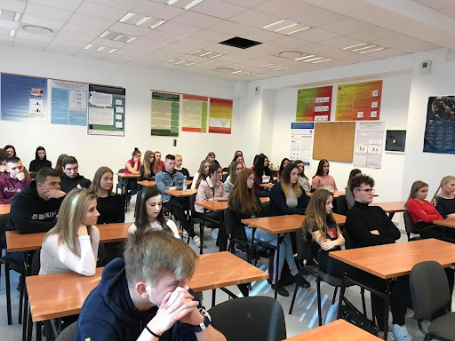 Można kontynuować naukę w Liceum Ogólnokształcącym dla Dorosłych w Zespole Szkół imienia Marii Skłodowskiej - Curie w Ożarowie