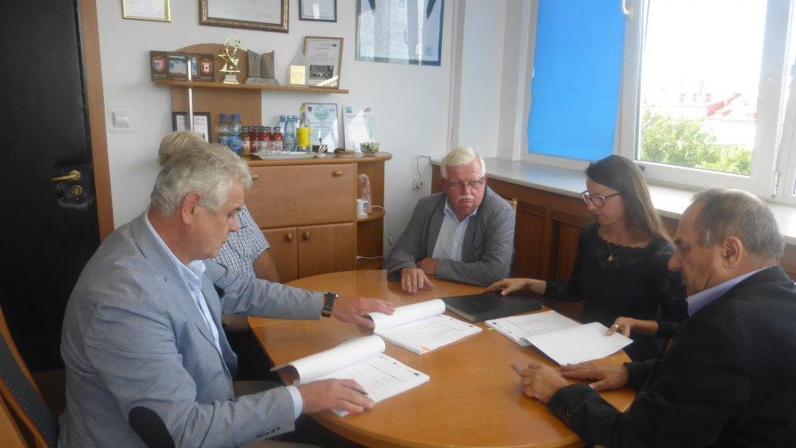 Podpisanie umowy z wykonawcami