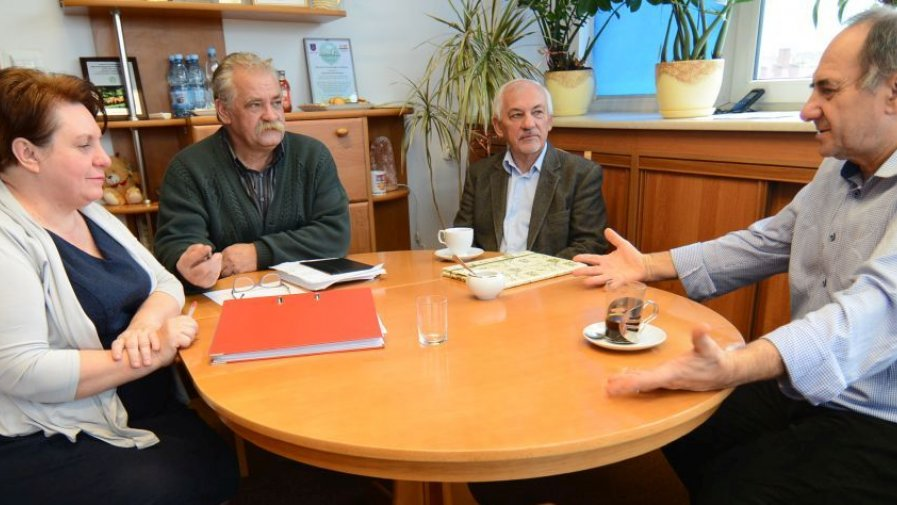 We wtorek w Starostwie Powiatowym w Opatowie odbyło się spotkanie organizacyjne z udziałem Bogusława Włodarczyka, starosty opatowskiego (pierwszy od prawej).