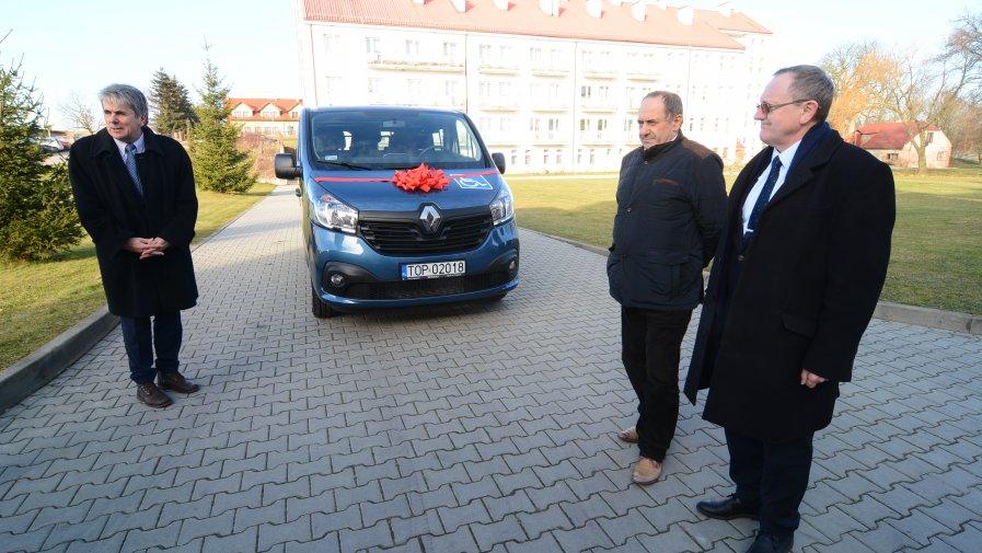 Kolejne dwa nowe samochody dla osób niepełnosprawnych