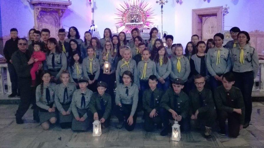 Nasi harcerze przywieźli Betlejemskie Światełko Pokoju