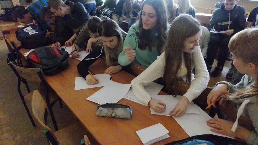 """Uczniowie opatowskiego """"Bartosza"""" chętnie pomagają"""