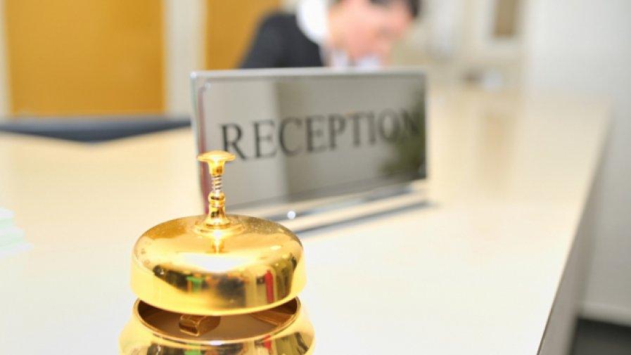 Uczennice Technikum Hotelarstwa Julia Lipińska i Kinga Chaniecka zakwalifikowały się do etapu okręgowego X Olimpiady Wiedzy Hotelarskiej w Krakowie.