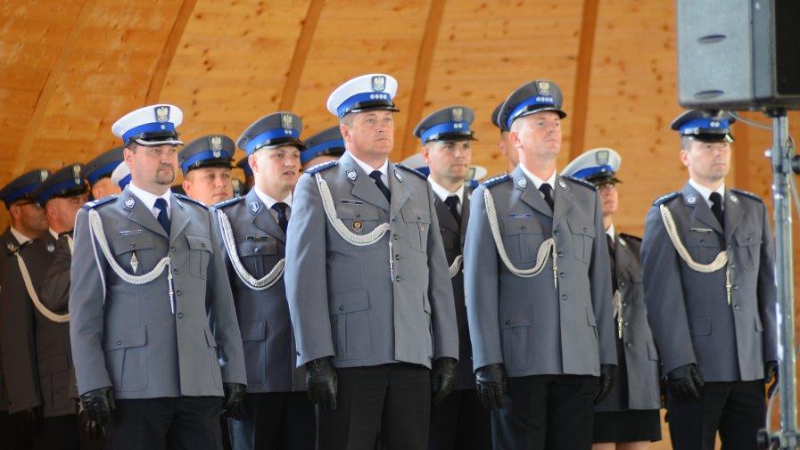 Awanse i odznaczenia na Powiatowym Święcie Policji w Opatowie