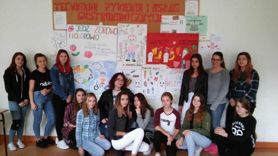 """Młodzież ze szkoły na """"Górce"""" obchodziła Światowy Dzień Żywności"""