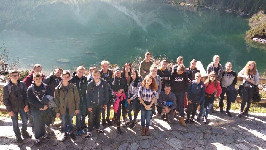 Młodzież z Zespołu Szkół numer 1 na wycieczce w górach