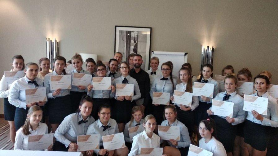 Uczniowie z Technikum Hotelarstwa w Zespole Szkół nr1 w Opatowie uczą się od najlepszych na zajęciach w Hotelu Hilton w Warszawie