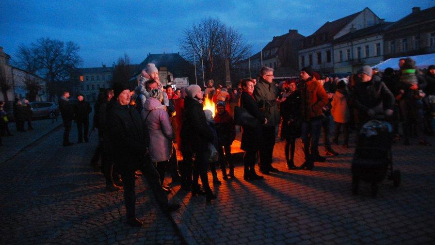 Inscenizacja Bitwy Opatowskiej. Tłumy mieszkańców na opatowskim rynku