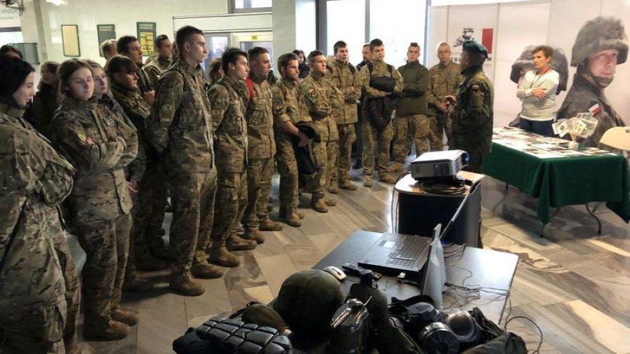 Zapraszali do zostania żołnierzem