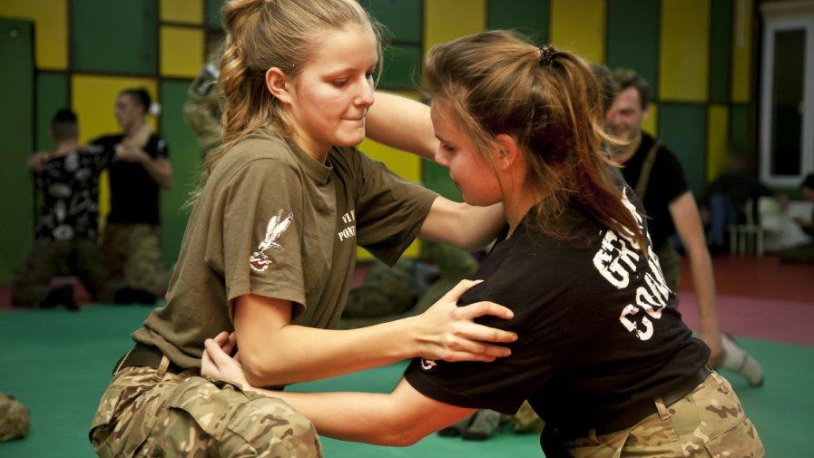 Licealiści z klas mundurowych doskonalili umiejętności pod okiem byłych żołnierzy Grom'u