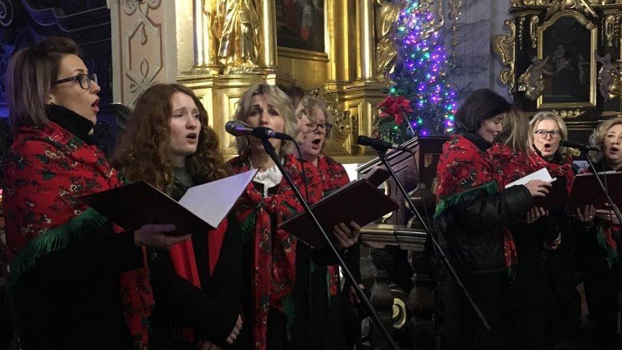 Chór zaśpiewał kolędy w opatowskiej kolegiacie