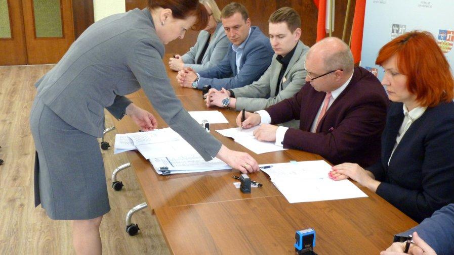 Spółka Centrum Dializa odda szpital w ręce powiatu opatowskiego. Przejęcie 1 kwietnia