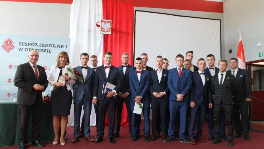 Uroczyste pożegnanie tegorocznych maturzystów w Zespole Szkół nr 1 w Opatowie
