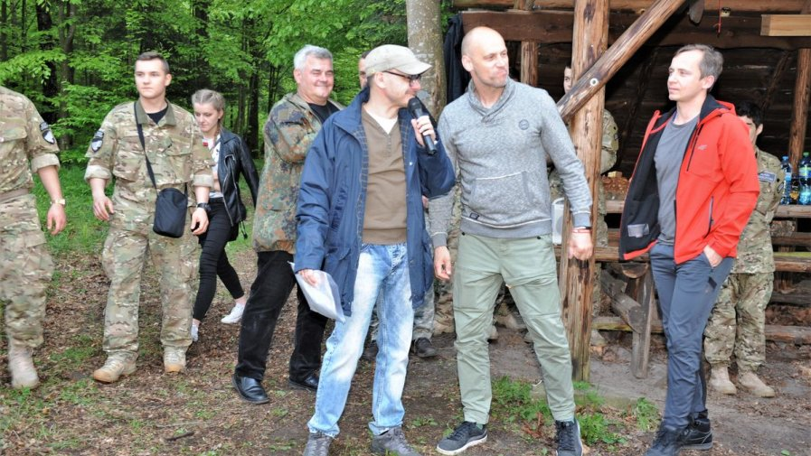 Już wkrótce powstanie film o ,, Ponurym''.  Mundurówka z Opatowa spotkała się z reżyserem Konradem Łęckim